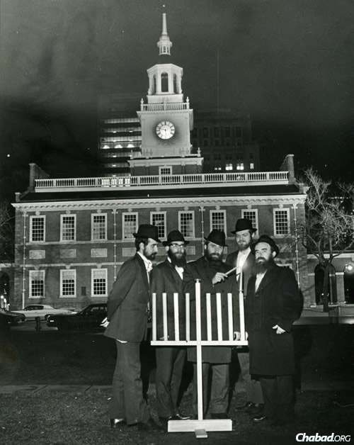 Rabbi Abraham Shemtov, right, in front of Independence Hall in Philadelphia at the lighting of the very first public menorah in 1974. With him were yeshivah students who helped build it from scratch. (Photo: Lubavitcher Center)